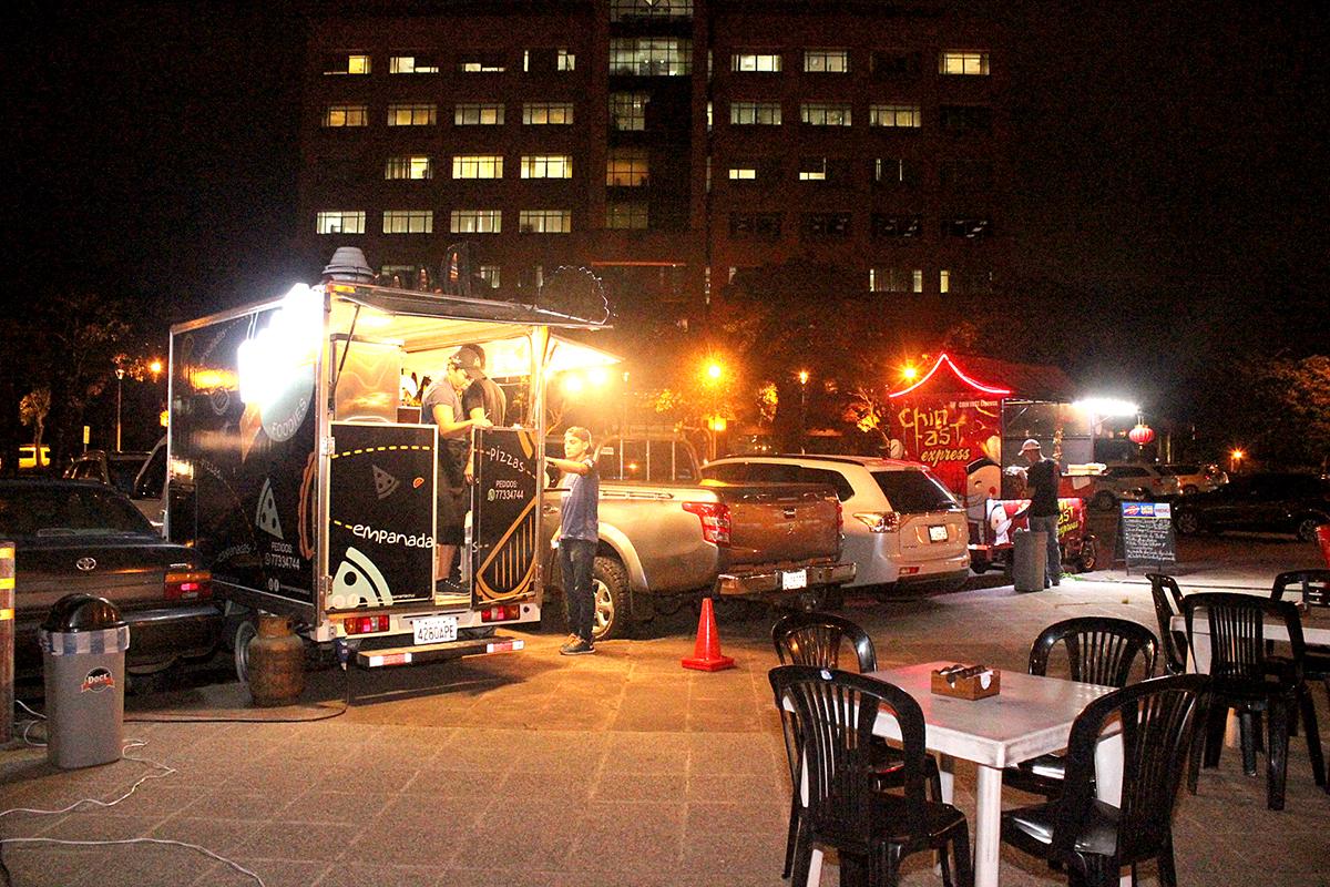 El gusto 'food truck' impone un nuevo sabor a la noche de la capital cruceña