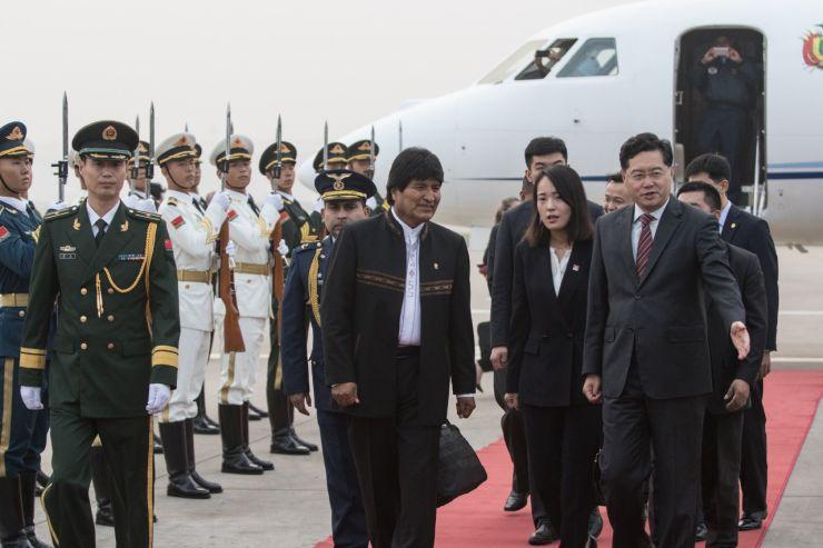 Presidente de China da la bienvenida a su homólogo de Bolivia en inicio de reunión entre ambos mandatarios