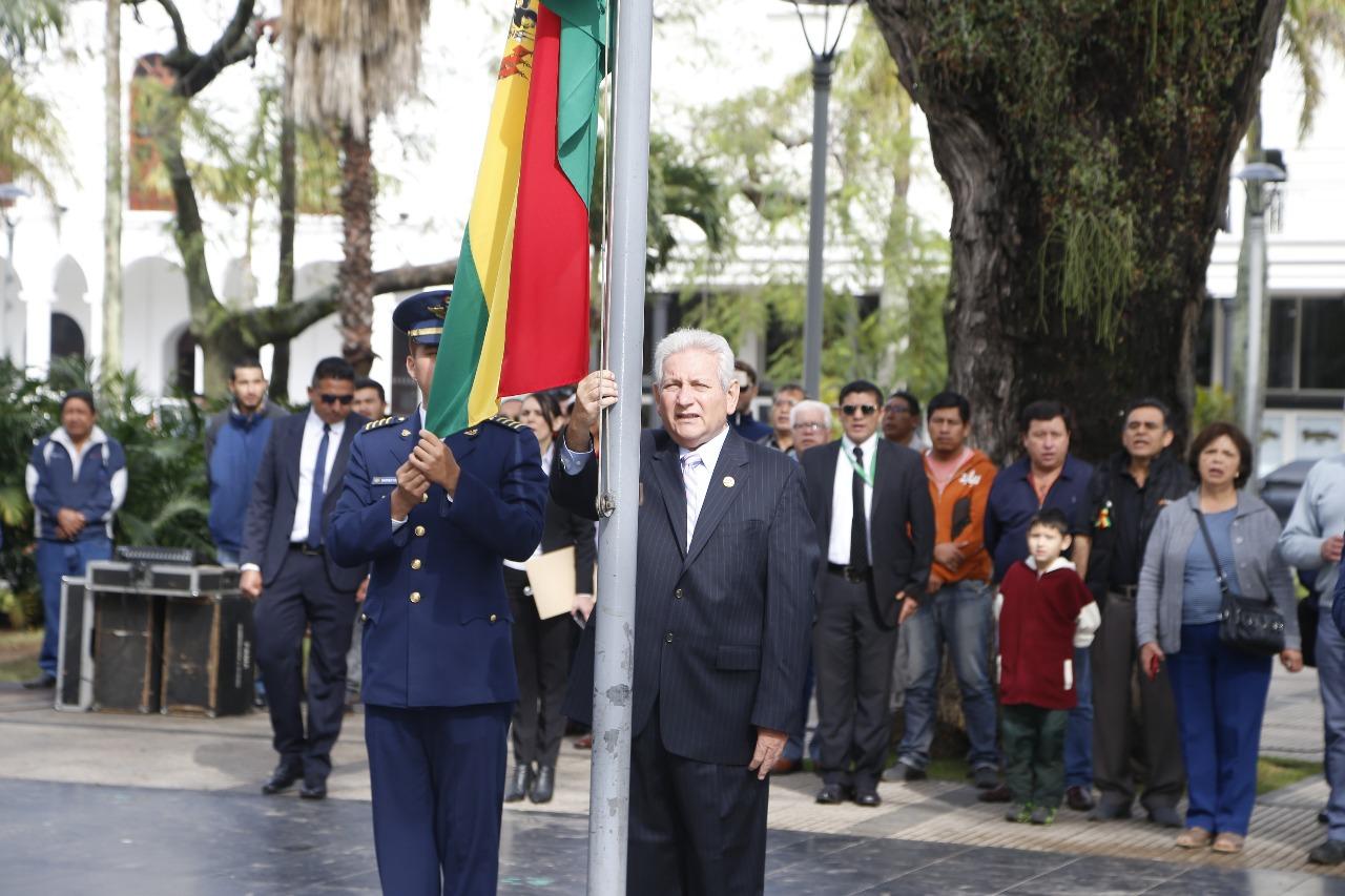 Rubén felicita a los bolivianos en el Día de la Patria