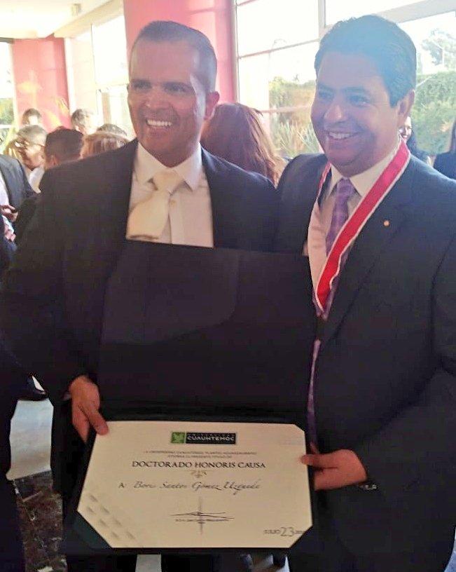 Vicepresidente de Santa Cruz Económico recibe doctorado de universidad mexicana
