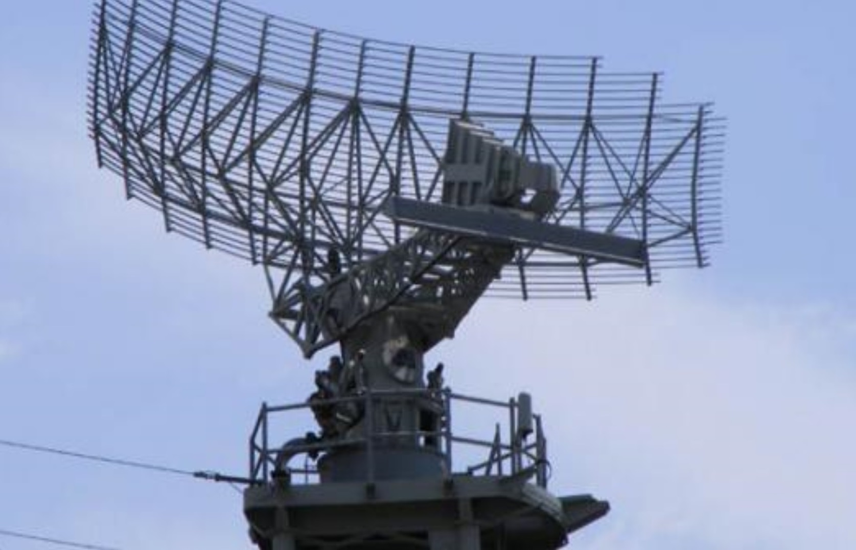 Instalan y ponen a prueba en La Paz y Santa Cruz radares comprados a Francia