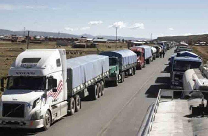 Transporte internacional reporta que al menos 1.000 camiones están parados en frontera chilena