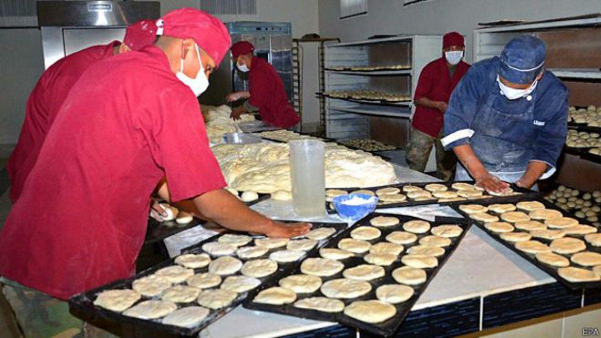 Panificadores artesanos acuerdan esperar un mes para evaluar precio de la harina argentina