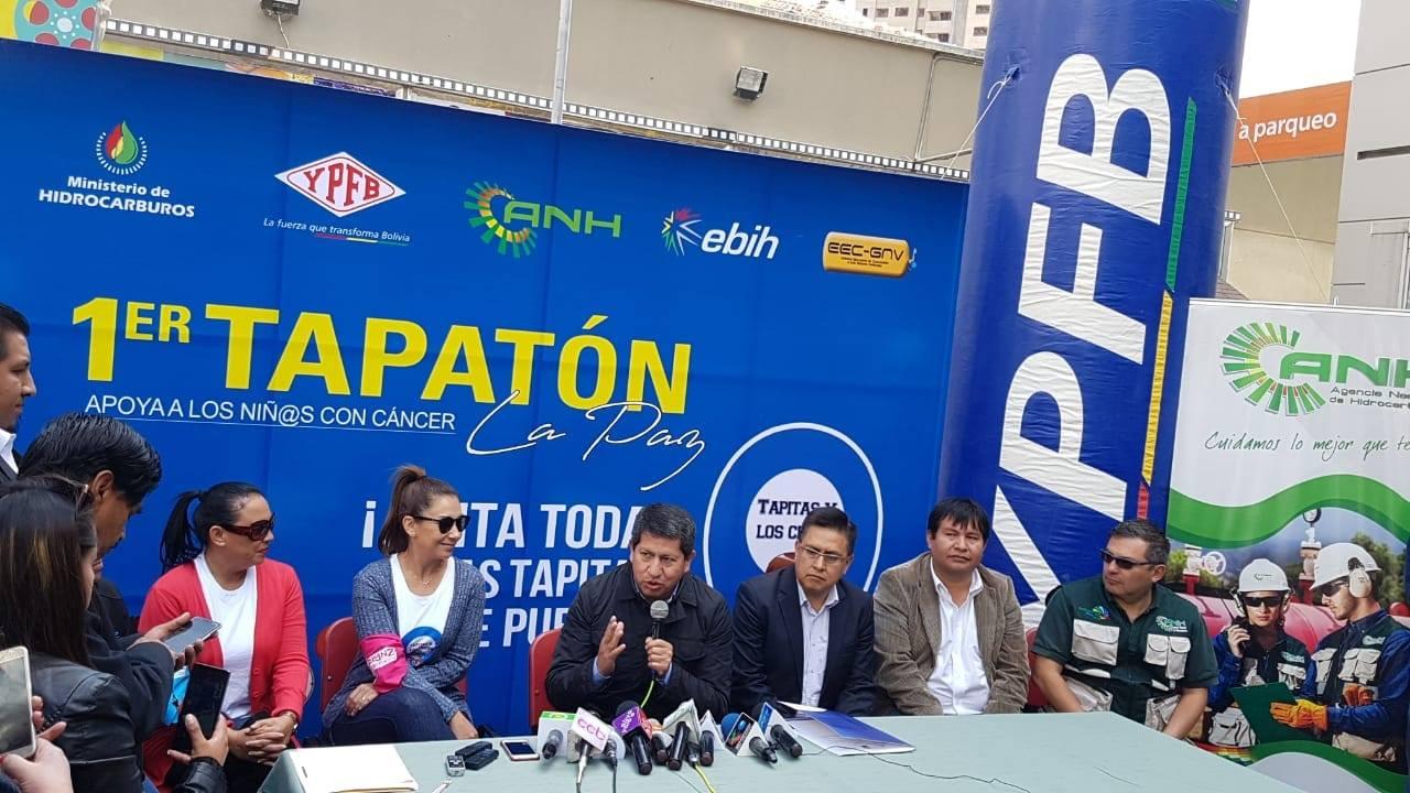 """Ministro de Hidrocarburos da inicio a la campaña """"Primer Tapatón"""" para ayudar a niños con cáncer"""