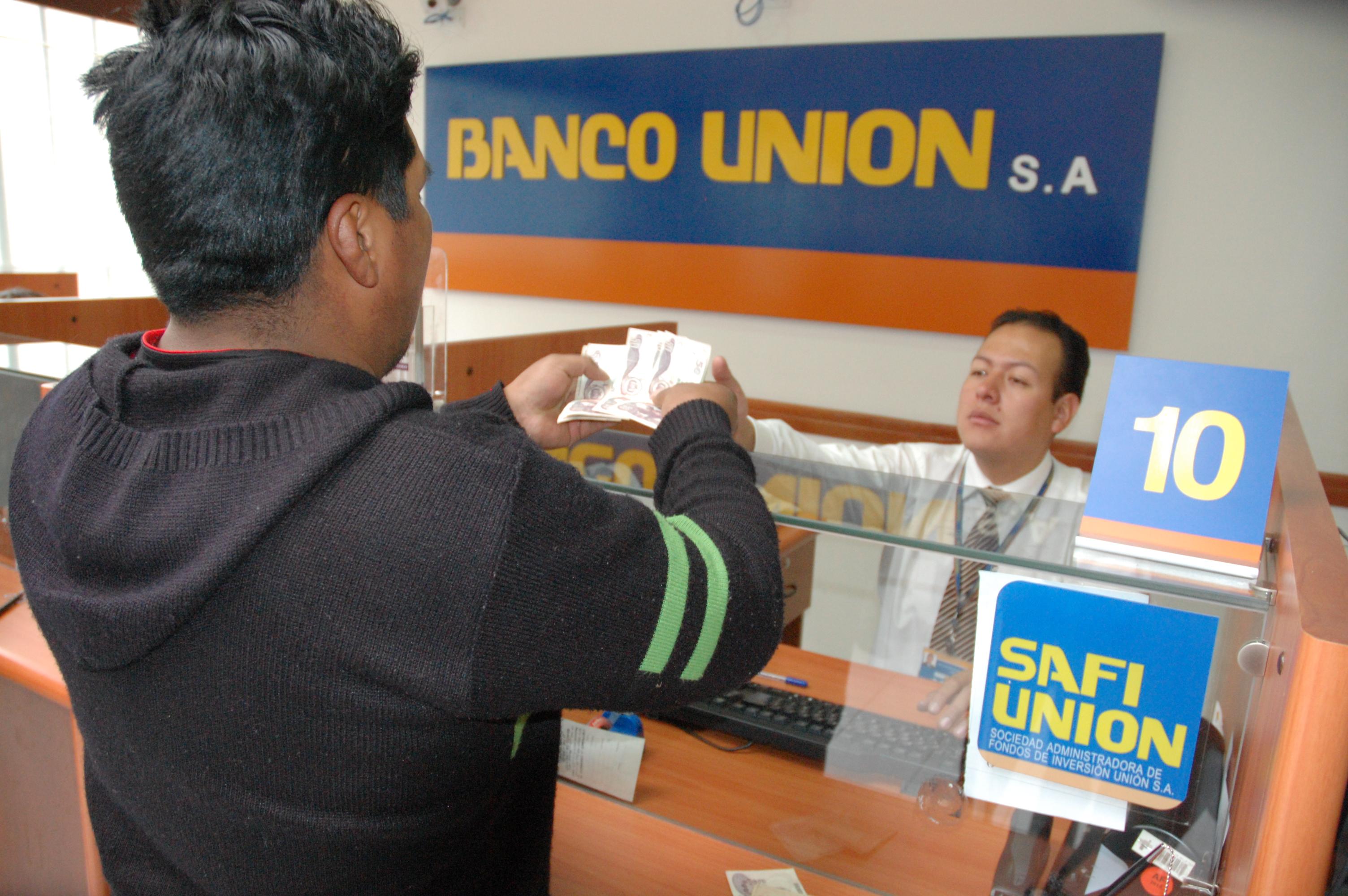 Créditos de la banca aumentan 607% y depósitos del público suben 557%