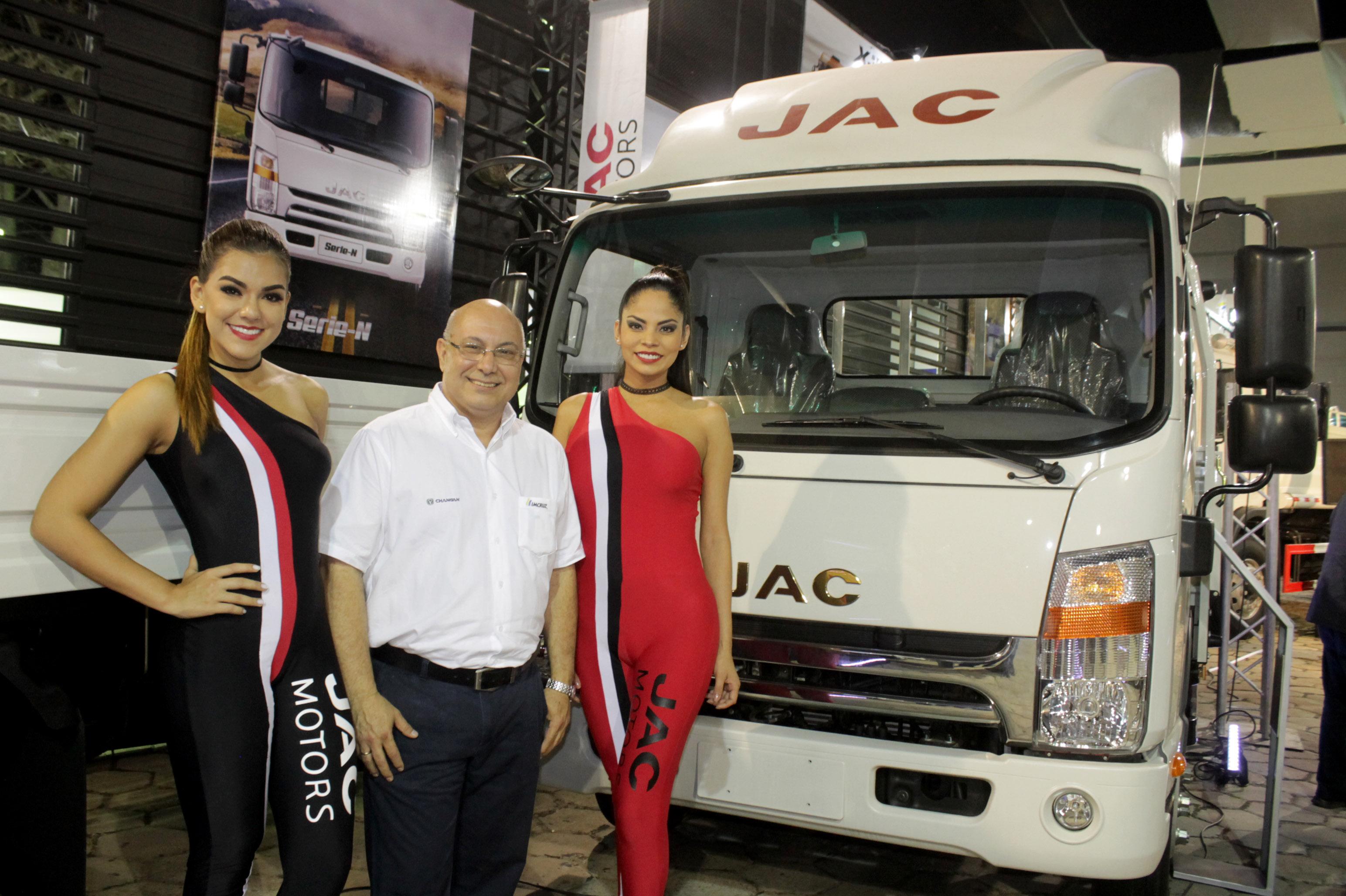 JAC Motors presentó en la EXPOCRUZ a los mejores aliados para los caminos de Bolivia