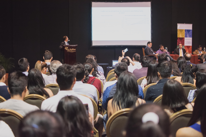 """Foro Económico: """"Visiones de Desarrollo para Bolivia y Latinoamérica"""""""