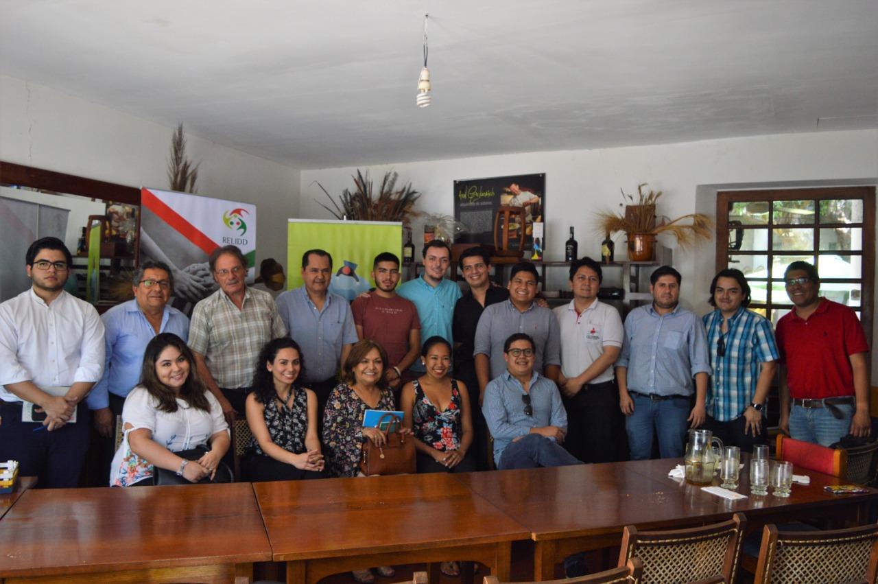 Jóvenes Lideres reflexionan la democracia en Bolivia