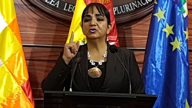 Senadora Carmen Gonzáles pide se rechace el doble aguinaldo