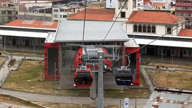 Se desploma una obra en construcción en el Teleférico de La Paz