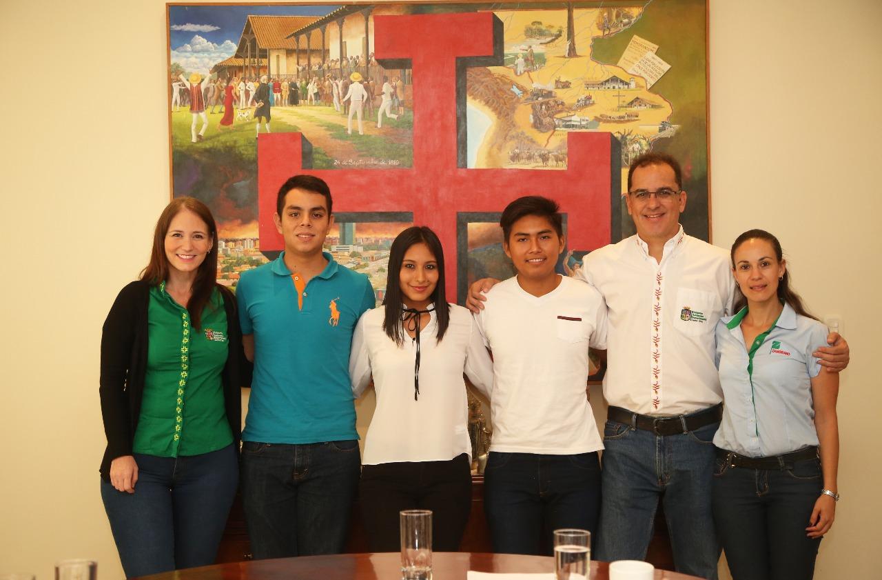 Becas: Gobernación presentó a jóvenes cruceños que viajarán a Honduras a profesionalizarse