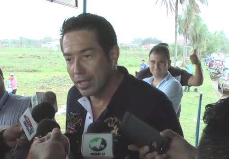 Alcalde Mario Cronembold bajo asedio por incumplir obras de oferta electoral: pobladores de Warnes bloquean carretera al Norte