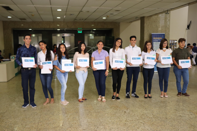 CAINCO otorgó nuevas becas universitarias a jóvenes destacados