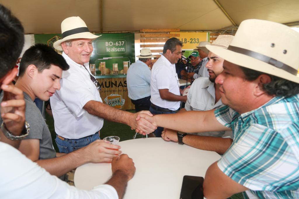 Gobernador participa del festejo de 25 años de Exposoya