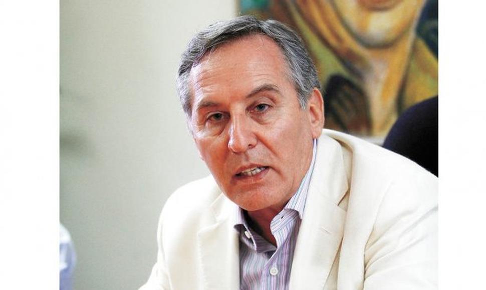 Excanciller MacLean relata cómo fue la negociación durante las horas previas a la firma del convenio de venta de gas a Brasil en 1993