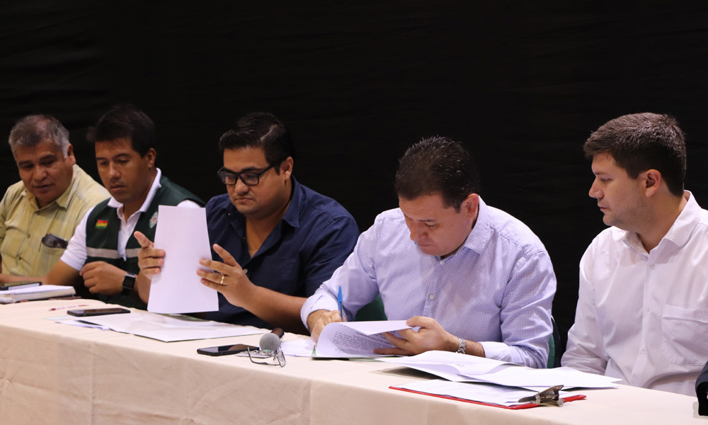 CAINCO y ASOBSUPER firman acuerdo de cooperación interinstitucional con SENASAG