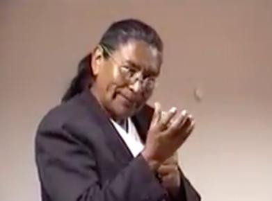 """Estructuras """"feudales"""" impiden el desarrollo económico boliviano: candidato vicepresidencial Fernando Untoja"""
