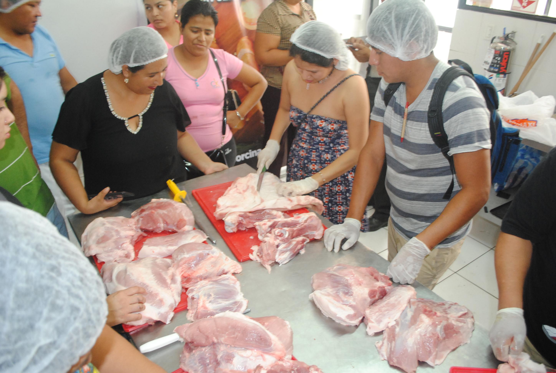 1er Taller Práctico de Cortes de Cerdo, en su versión Desposte de pierna y preparación de platos,organizado por la Asociación Departamental de Porcicultores (Adepor)