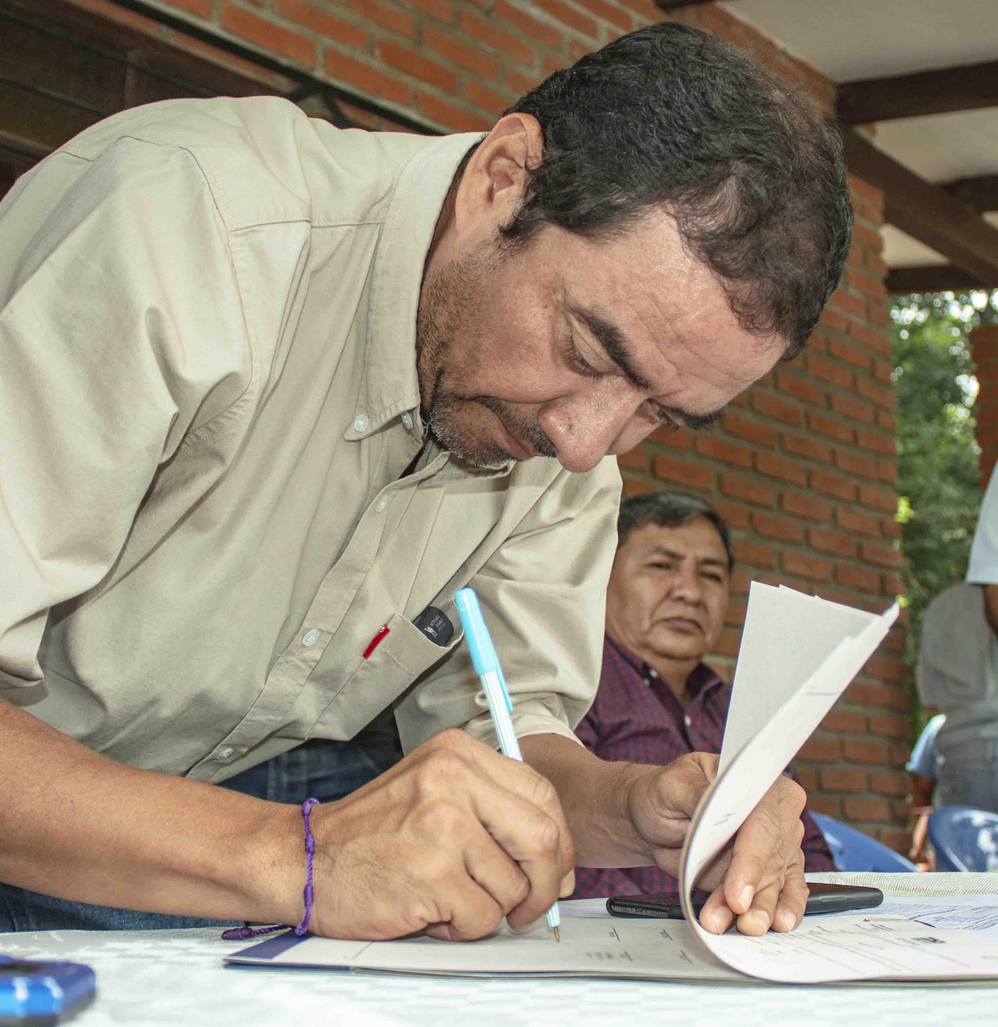 Alcalde Carrillo firmó convenio para  mejorar sistema de agua en 6 comunidades