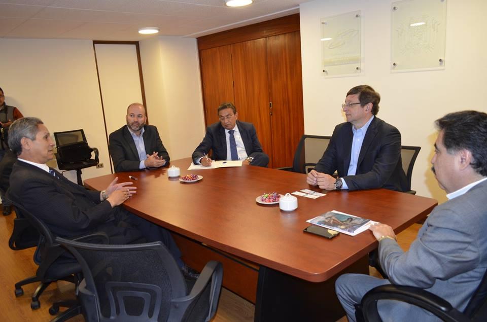 Cámara Nacional de Comercio recibe visita de candidato presidencial Óscar Ortíz
