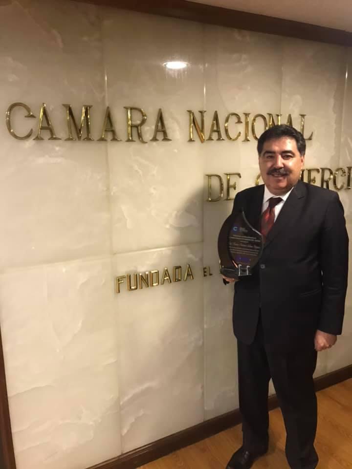 Marco Salinas fue homenajeado por su destacada gestión dirigencial empresarial