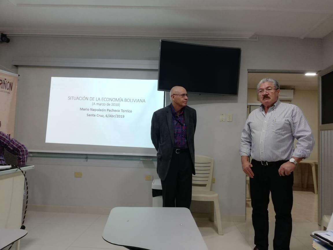 Experto economista Napoleon Pacheco y expresidente Comité Pro-Santa Cruz, Herland Vaca Diez, analizan situación y perspectiva de economía boliviana y regional