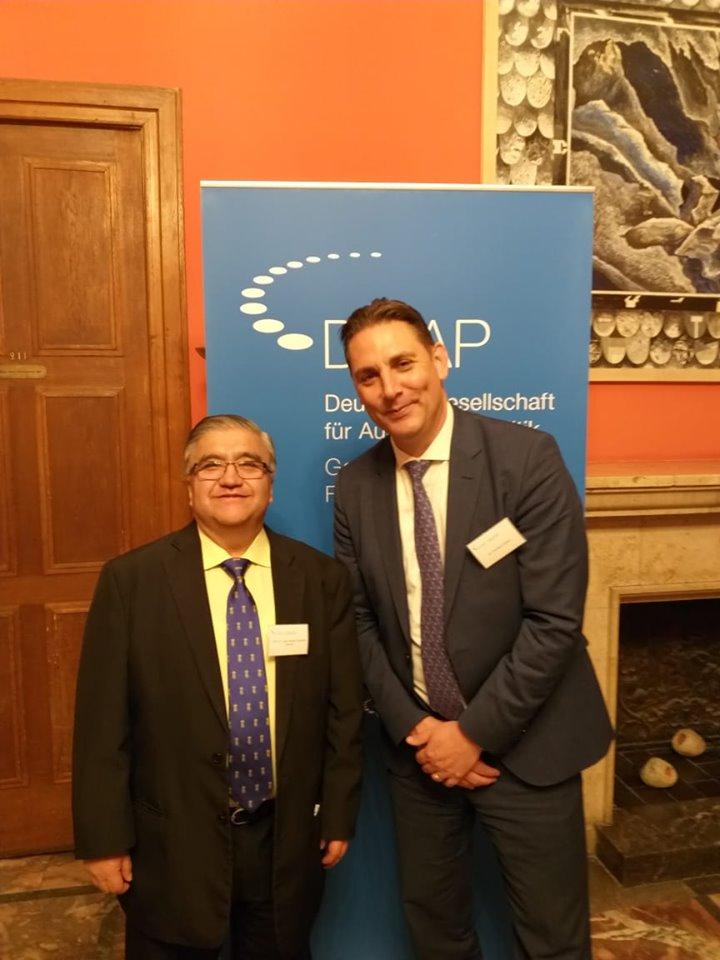 Experto boliviano Julio Alvarado es aceptado nuevo miembro de la Sociedad Alemana de Política Internacional, en Berlín