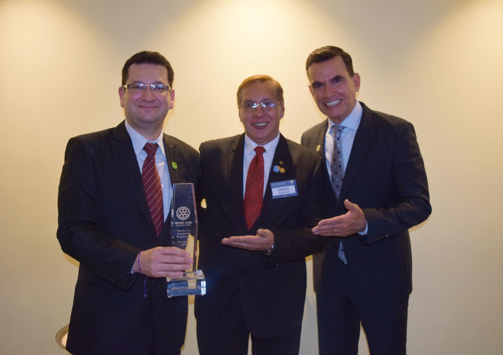 """Herbalife recibe el Premio a la  Excelencia Empresarial """"Paul Harris"""""""