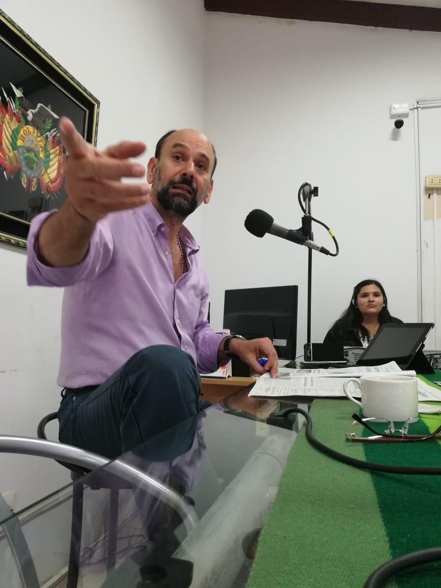 Espacio de análisis económico y político en radio Oriental a cargo de exasambleista Javier Limpias