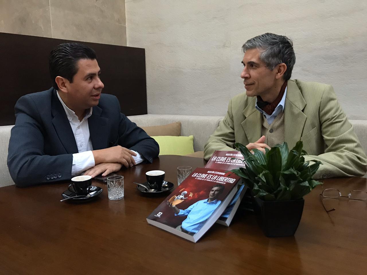 Economista argentino Agustin Etchebarne conversa sobre liberalismo en la economía latinoamericana