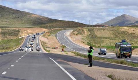 Informe: Bolivia tiene más de 5.300 km de carreteras nuevas
