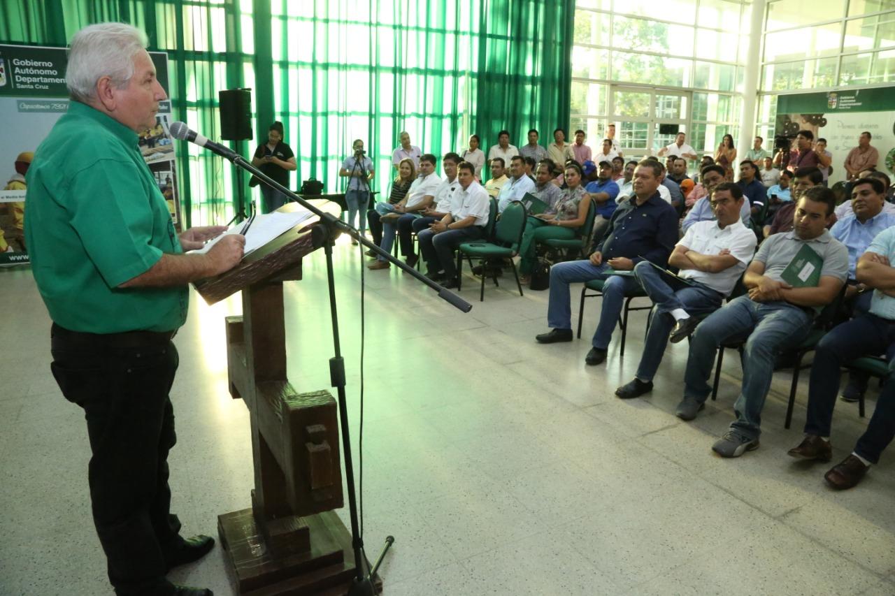 Rubén sella acuerdos por Bs. 22 millones para garantizar agua potable en 49 municipios cruceños