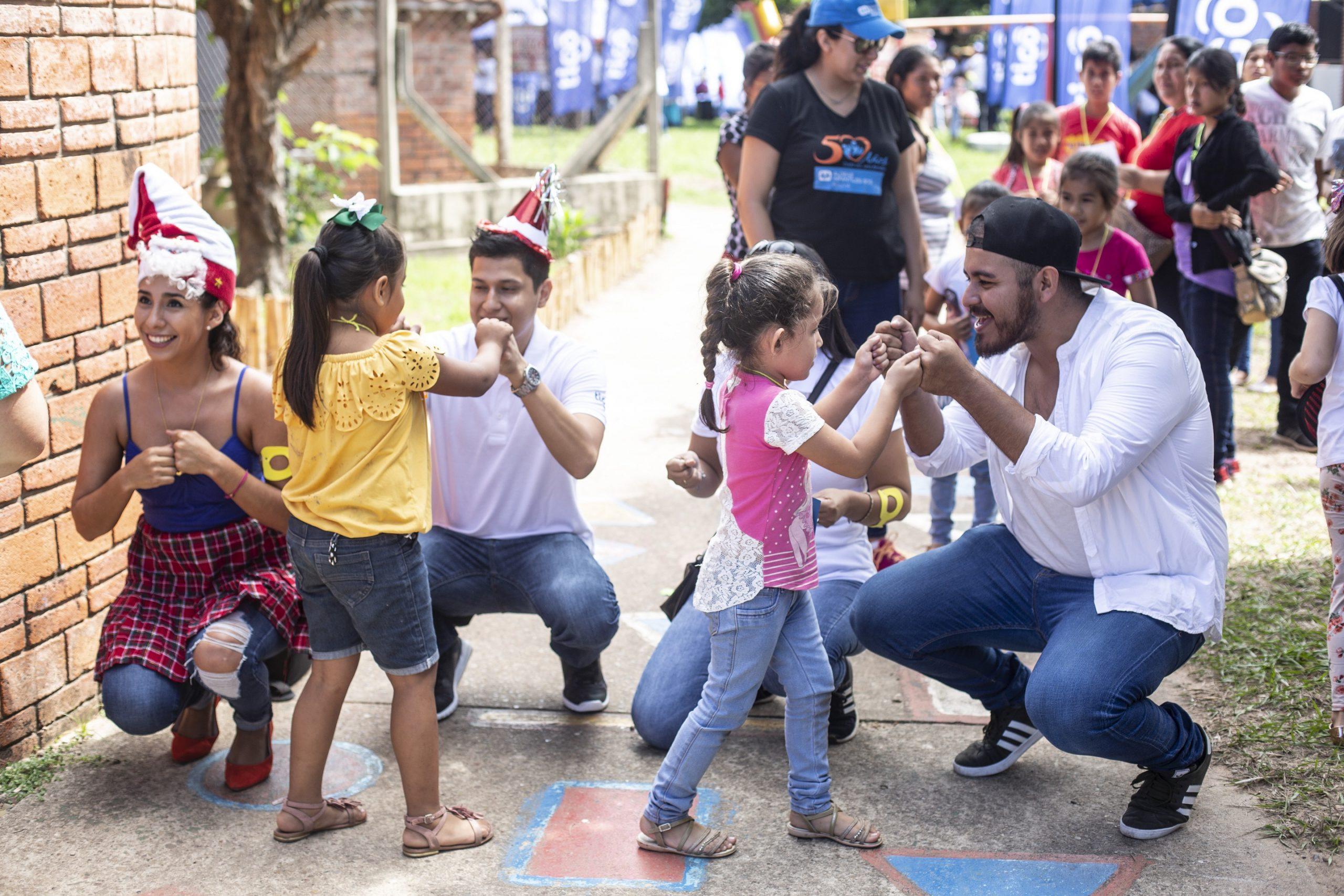 Más de mil niñas y niños conectados en navidad con Tigo
