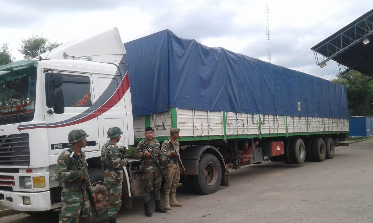 Aduana comisa tráiler con cigarrillos de contrabando en Abapó-Santa Cruz