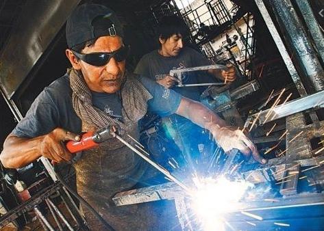 Gobierno reglamenta programas de apoyo a la microempresa y al empleo