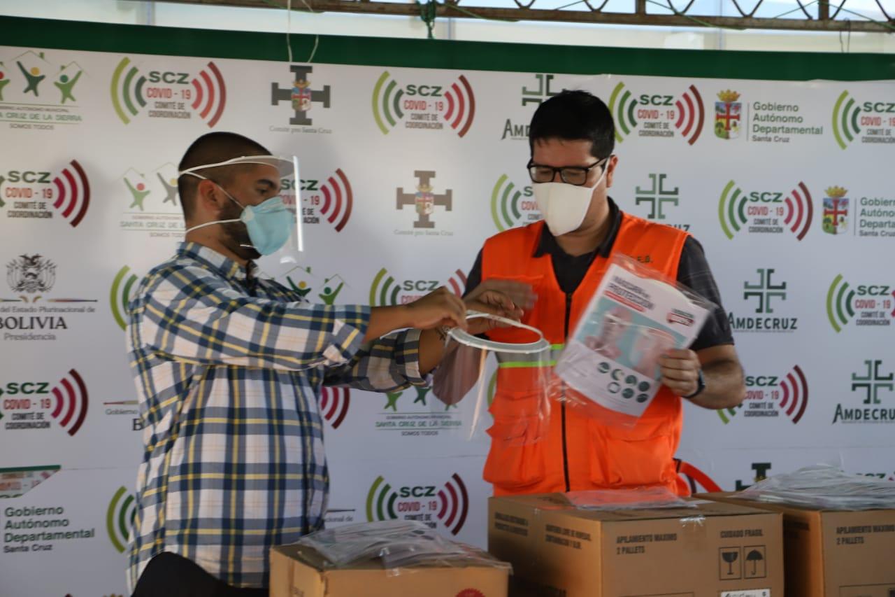 El estudio Jurídico Wayar & Von Borries dona al COED 1.750 protectores faciales