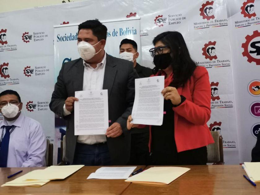 El Gobierno y privados firman convenio para la creación de empleos en Chuquisaca