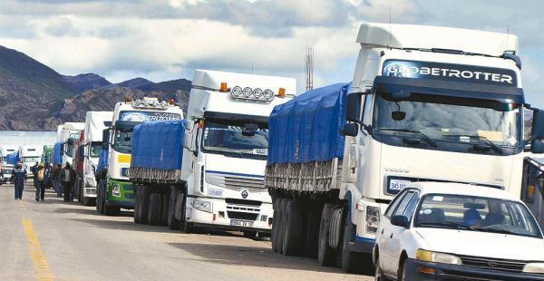 Transporte pesado reporta un pérdida superior a $us 3,5 millones por 12 días de bloqueos