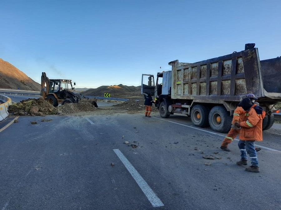 La ABC reporta que las carreteras a Oruro y Santa Cruz fueron las más afectadas por los bloqueos