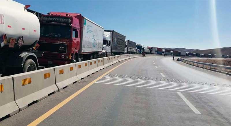 Transporte pesado internacional reporta pérdida de Bs 65 millones por bloqueos