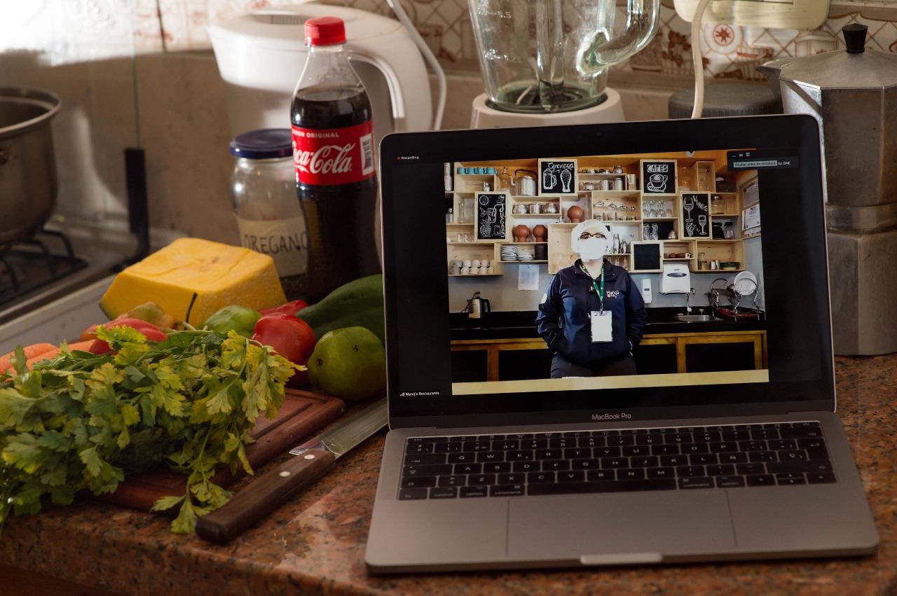 La Fundación Coca-Cola de Bolivia entregó 250 becas de Gerenciamiento Pyme a dueños de Restaurantes