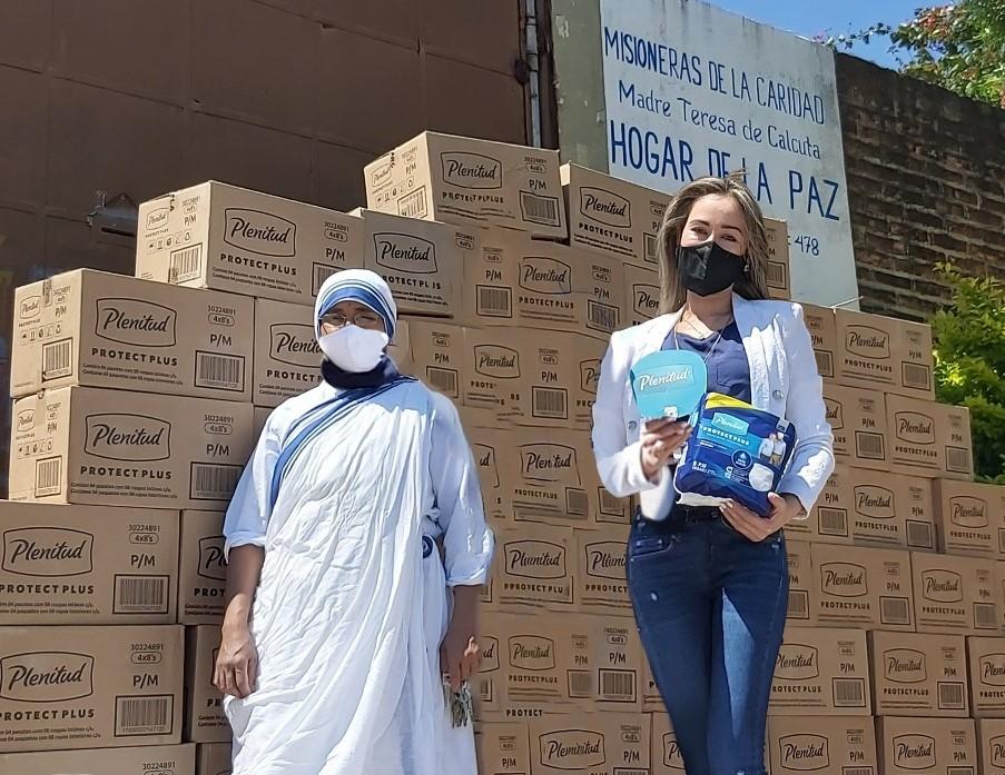 Plenitud entrega pañales a asilos en el Día del Adulto Mayor