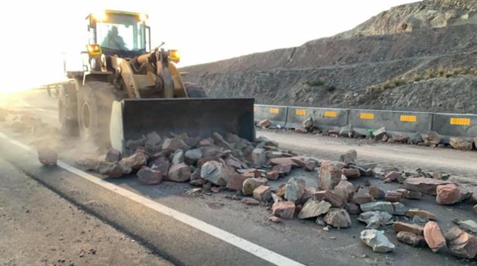 Ministro Arias pide a transportistas sumarse a la querella contra bloqueadores