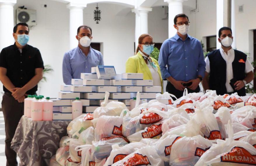 """""""Demos de Corazón"""" entrega insumos médicos y alimentos al Gobierno Municipal de Santa Cruz para continuar apoyando el rastrillaje"""