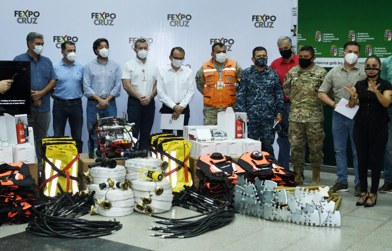 CAINCO, CAO y FEXPOCRUZ entregan equipamiento para bomberos forestales