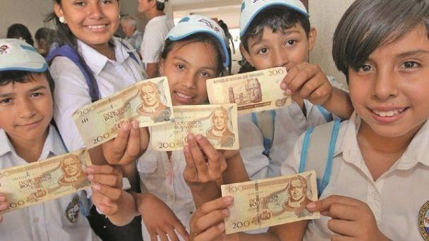 Gobierno adelanta el pago del bono Juancito Pinto que beneficiará a casi 2 millones de estudiantes