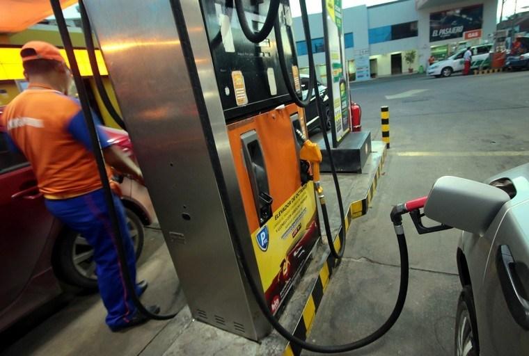 """YPFB reporta que hay """"absoluta normalidad"""" en el suministro de carburantes en La Paz"""