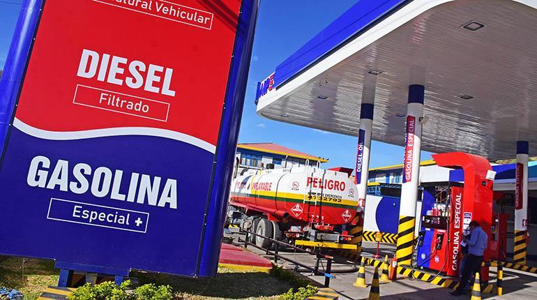 Gobierno garantiza el abastecimiento de combustibles y pide tranquilidad a la población