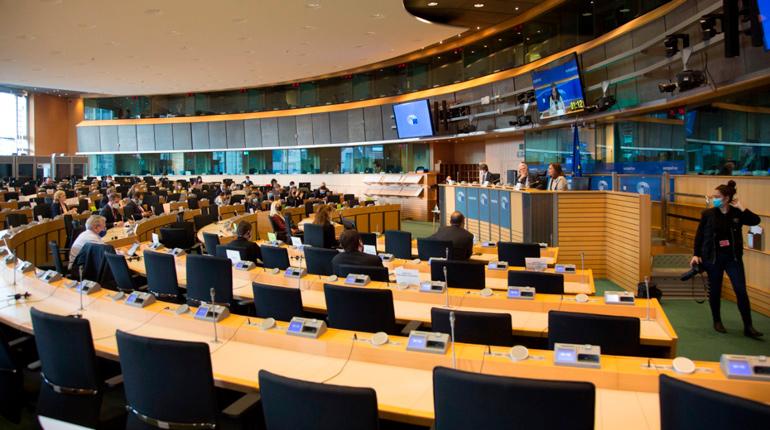 Bolivia expone en Europa una ruta crítica de cinco ejes para reactivar la economía