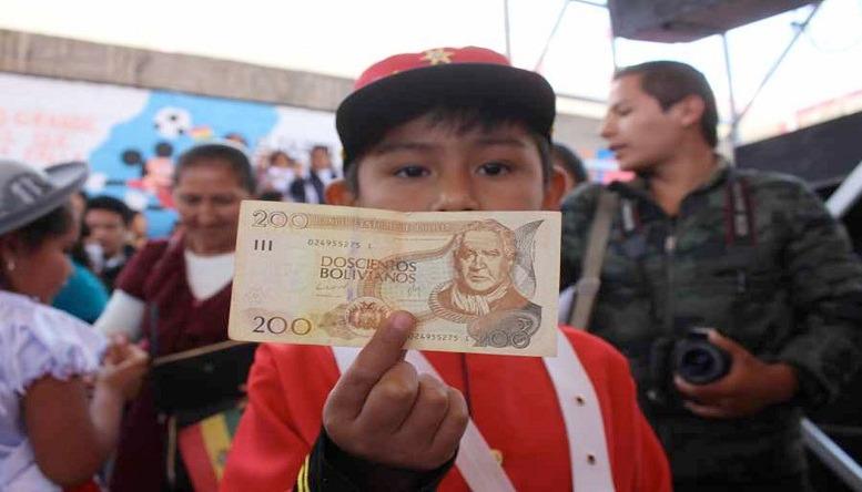 YPFB aporta el 40% de recursos para el bono Juancito Pinto